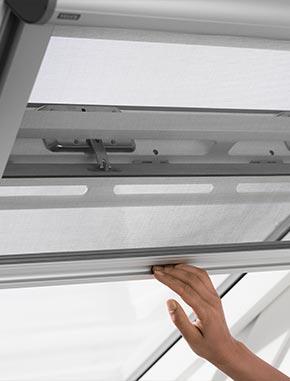 moustiquaire velux dites adieu aux insectes 22 de r duction. Black Bedroom Furniture Sets. Home Design Ideas
